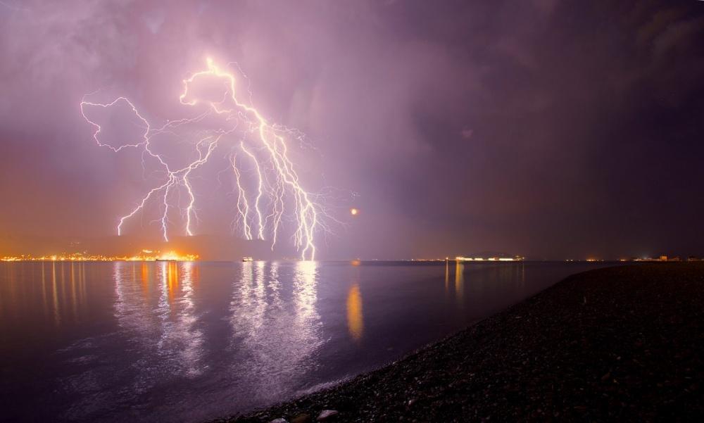 Гроза в Новороссийске. Фото: Egor Nikiforov