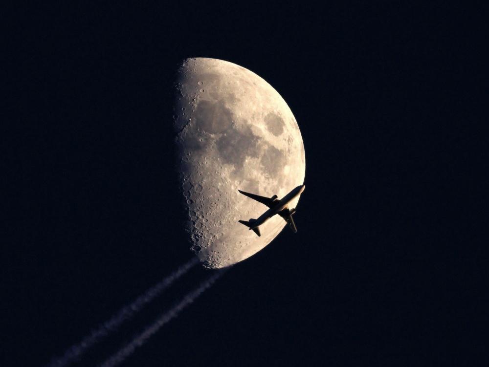 Под луной. Фото: Sebastien Lebrigand
