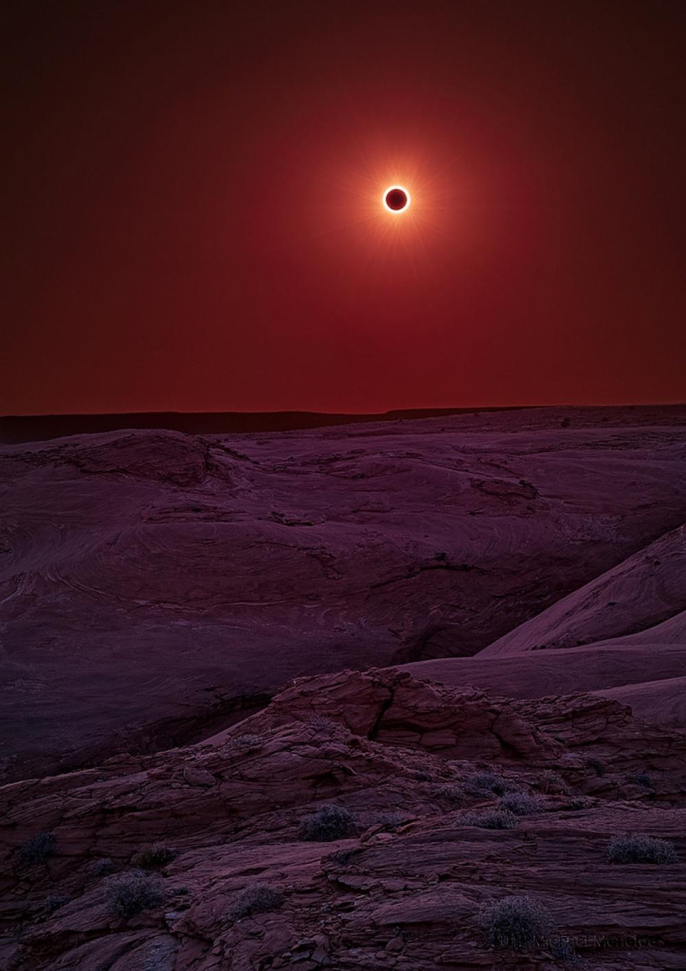 Солнечное затмение в заповеднике Каньон-де-Шей, Аризона. Фото: Michael Menefee
